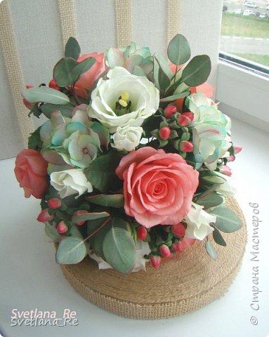 Для одной очаровательной невесты сделала букет. Свадьба была в цвете тиффани. Букет полностью из фоамирана - зелень, цветы, ягоды, тычинки....все))  В живую смотрится как настоящий. По словам невесты, никто на свадьбе так и не поняла, что букет рукотворный.  Диаметр шапочки примерно 25-30 см  фото 9