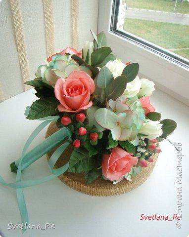 Для одной очаровательной невесты сделала букет. Свадьба была в цвете тиффани. Букет полностью из фоамирана - зелень, цветы, ягоды, тычинки....все))  В живую смотрится как настоящий. По словам невесты, никто на свадьбе так и не поняла, что букет рукотворный.  Диаметр шапочки примерно 25-30 см  фото 1