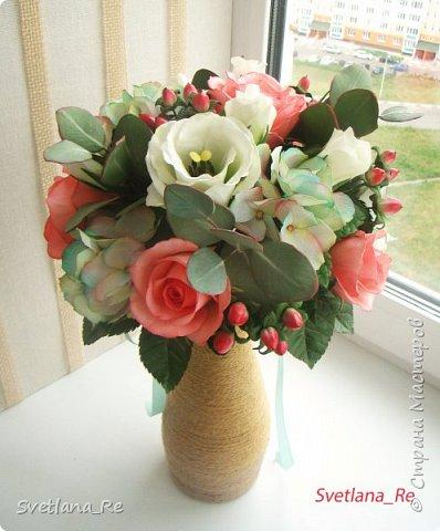 Для одной очаровательной невесты сделала букет. Свадьба была в цвете тиффани. Букет полностью из фоамирана - зелень, цветы, ягоды, тычинки....все))  В живую смотрится как настоящий. По словам невесты, никто на свадьбе так и не поняла, что букет рукотворный.  Диаметр шапочки примерно 25-30 см  фото 3
