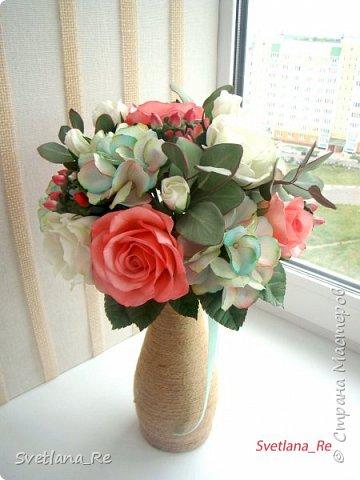Для одной очаровательной невесты сделала букет. Свадьба была в цвете тиффани. Букет полностью из фоамирана - зелень, цветы, ягоды, тычинки....все))  В живую смотрится как настоящий. По словам невесты, никто на свадьбе так и не поняла, что букет рукотворный.  Диаметр шапочки примерно 25-30 см  фото 4