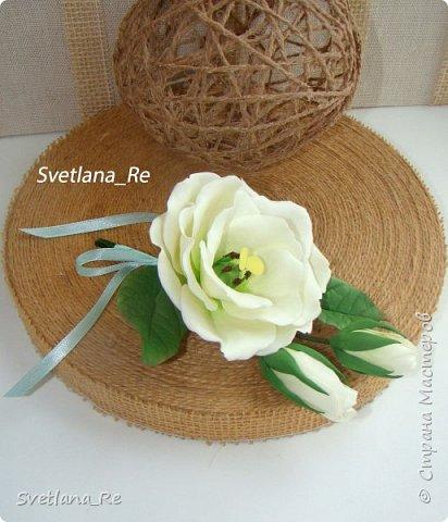 Для одной очаровательной невесты сделала букет. Свадьба была в цвете тиффани. Букет полностью из фоамирана - зелень, цветы, ягоды, тычинки....все))  В живую смотрится как настоящий. По словам невесты, никто на свадьбе так и не поняла, что букет рукотворный.  Диаметр шапочки примерно 25-30 см  фото 14