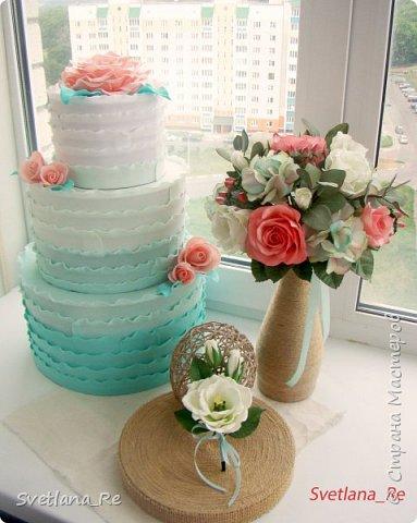 Для одной очаровательной невесты сделала букет. Свадьба была в цвете тиффани. Букет полностью из фоамирана - зелень, цветы, ягоды, тычинки....все))  В живую смотрится как настоящий. По словам невесты, никто на свадьбе так и не поняла, что букет рукотворный.  Диаметр шапочки примерно 25-30 см  фото 17