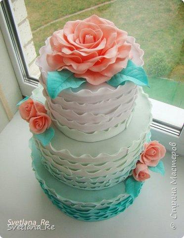 Для одной очаровательной невесты сделала букет. Свадьба была в цвете тиффани. Букет полностью из фоамирана - зелень, цветы, ягоды, тычинки....все))  В живую смотрится как настоящий. По словам невесты, никто на свадьбе так и не поняла, что букет рукотворный.  Диаметр шапочки примерно 25-30 см  фото 15