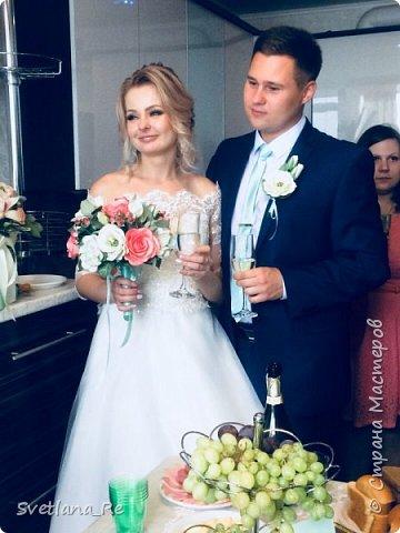 Для одной очаровательной невесты сделала букет. Свадьба была в цвете тиффани. Букет полностью из фоамирана - зелень, цветы, ягоды, тычинки....все))  В живую смотрится как настоящий. По словам невесты, никто на свадьбе так и не поняла, что букет рукотворный.  Диаметр шапочки примерно 25-30 см  фото 13