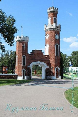 Несколько дней назад я побывала в одном из красивейших мест Воронежской области-замке принцессы Ольденбургской. Честно говоря,фоторепортаж и не собиралась делать,так как рассказывать  и показывать почти нечего.Замок реставрируется,и работы в нём,ох,как много ещё. фото 3