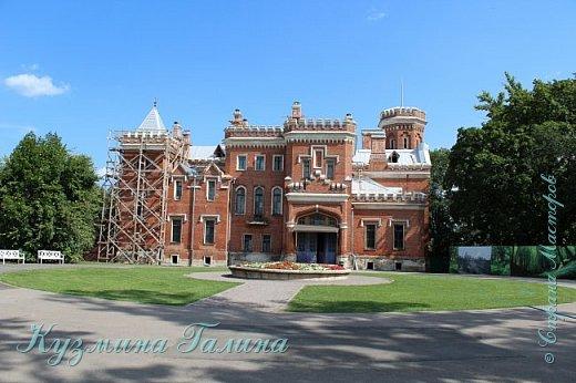 Несколько дней назад я побывала в одном из красивейших мест Воронежской области-замке принцессы Ольденбургской. Честно говоря,фоторепортаж и не собиралась делать,так как рассказывать  и показывать почти нечего.Замок реставрируется,и работы в нём,ох,как много ещё. фото 4