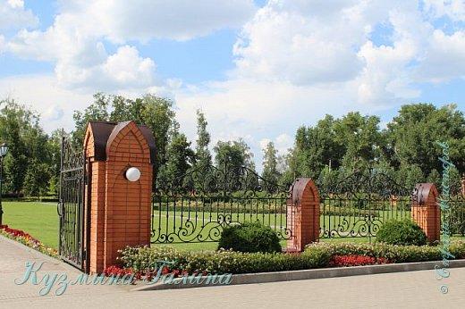 Несколько дней назад я побывала в одном из красивейших мест Воронежской области-замке принцессы Ольденбургской. Честно говоря,фоторепортаж и не собиралась делать,так как рассказывать  и показывать почти нечего.Замок реставрируется,и работы в нём,ох,как много ещё. фото 37