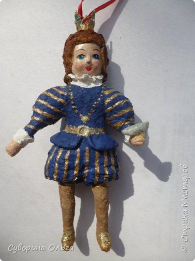 Сначала хотела сделать в пару к принцу Золушку - а получилась Анжелика-маркиза ангелов,уж больно мордашка не была похожа на Золушку. В живую намного красивее,чем на фото. Платье все горит! фото 3