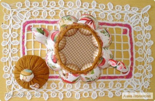 Доброго летнего настроения, дорогие мастерицы!  У меня готов новый текстильный чайник.  Этот чайник большой! Так получилось по рисунку ткани. Высота и диаметр по донышку 19см. Вот такой гигантик! фото 4