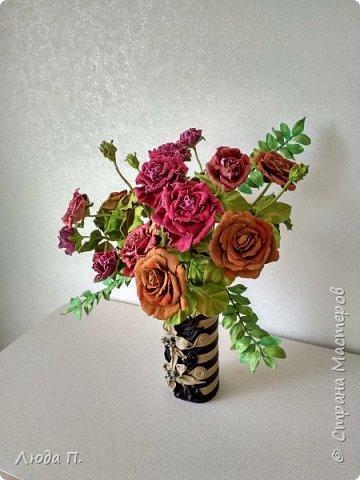 Всем здравствуйте, моя новая поделка - интерьерная композиция, букет из роз из натуральной кожи. фото 3