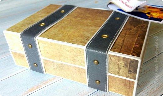 Сегодня покажу коробочку для подарка в виде чемоданчика. Сделан на заказ для успешного парня, любителя путешествий. Следующая его мечта - съездить в Израиль, отсюда такие тэги.. фото 4