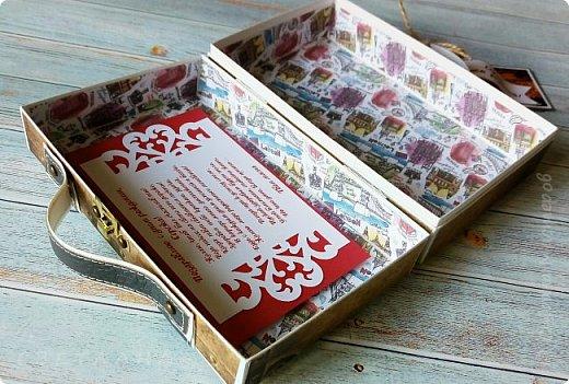 Сегодня покажу коробочку для подарка в виде чемоданчика. Сделан на заказ для успешного парня, любителя путешествий. Следующая его мечта - съездить в Израиль, отсюда такие тэги.. фото 6