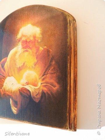Вот такое панно-подставочка для свечи делала в подарок одному хорошему человеку. Декупаж, окрашивание, золочение, лак. фото 6