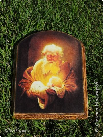 Вот такое панно-подставочка для свечи делала в подарок одному хорошему человеку. Декупаж, окрашивание, золочение, лак. фото 4