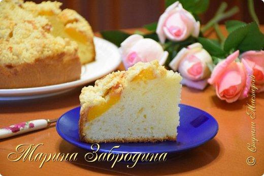 Здравствуйте! Попробуйте приготовить домашний  пирог на сметане со свежими персиками! Готовится он очень просто, а получается невероятно вкусный!  Для теста: мука пшеничная - 210 г масло растительное - 110 мл сметана жирностью 15 % - 80 мл сахар - 160 г яйцо - 2 шт разрыхлитель - 6 г лимонная кислота - 1 щепоточка соль - 1 щепоточка ванильный сахар - 8 г молоко - 80 мл  персики - 400 г (3 шт. средних)  для крошки: мука - 40 г (3 ст. л) сахар - 40 г (3 ст. л) сливочное масло - 35 г фото 2