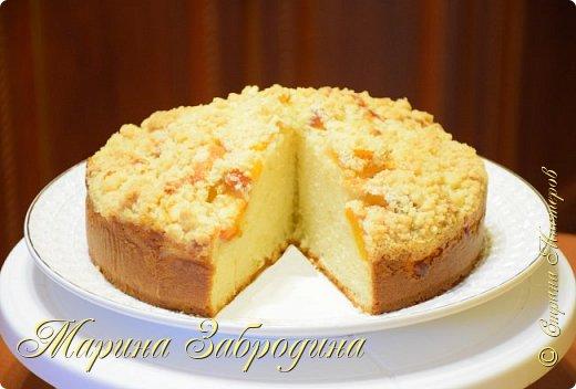 Здравствуйте! Попробуйте приготовить домашний  пирог на сметане со свежими персиками! Готовится он очень просто, а получается невероятно вкусный!  Для теста: мука пшеничная - 210 г масло растительное - 110 мл сметана жирностью 15 % - 80 мл сахар - 160 г яйцо - 2 шт разрыхлитель - 6 г лимонная кислота - 1 щепоточка соль - 1 щепоточка ванильный сахар - 8 г молоко - 80 мл  персики - 400 г (3 шт. средних)  для крошки: мука - 40 г (3 ст. л) сахар - 40 г (3 ст. л) сливочное масло - 35 г фото 1