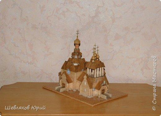 Строительством церкви занимался архитектор И.И. Бони. Храм получил стиль новгородских церквей XVI в., его венчал одна главка на четырехскатной крыше.  фото 1