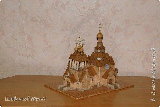 Строительством церкви занимался архитектор И.И. Бони. Храм получил стиль новгородских церквей XVI в., его венчал одна главка на четырехскатной крыше.  фото 3