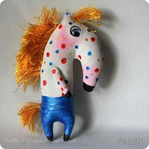Не совсем кони, не совсем в яблоках! Скорее пони и в рябине, но ведь пони-тоже кони?) Высота лошадки 6 см. фото 4
