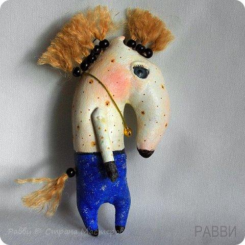 Не совсем кони, не совсем в яблоках! Скорее пони и в рябине, но ведь пони-тоже кони?) Высота лошадки 6 см. фото 5