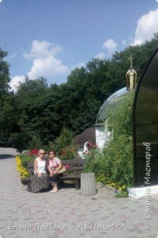 Дорогие друзья!  Это уже 4-й фоторепортаж с моего путешествия по Карпатским красотам в этом году. Нам с сестрой очень повезло, мы попали с экскурсией в Святое место  Греко-католического паломничества - с. Зарваница (Тернопольская обл.) Как его еще называют - Украинский Иерусалим.. К знакомым сестры приехали гости из Донецкой обл. и они очень хотели сюда попасть. Знакомый заказал маленький бусик на 8 мест. Еще 3 места были свободны! Мы с Лидой не могли упустить такую возможность! Поехала с нами еще ее подруга. фото 22
