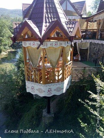 Друзья! А теперь мы с вами переместимся в потрясающе прекрасное Прикарпатское село Шешоры! Я очень люблю шешорские водопады, горные пейзажи, сельские хатки с деревянными тыночками  и лесные тропки с россыпями грибов! фото 31
