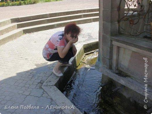 Дорогие друзья!  Это уже 4-й фоторепортаж с моего путешествия по Карпатским красотам в этом году. Нам с сестрой очень повезло, мы попали с экскурсией в Святое место  Греко-католического паломничества - с. Зарваница (Тернопольская обл.) Как его еще называют - Украинский Иерусалим.. К знакомым сестры приехали гости из Донецкой обл. и они очень хотели сюда попасть. Знакомый заказал маленький бусик на 8 мест. Еще 3 места были свободны! Мы с Лидой не могли упустить такую возможность! Поехала с нами еще ее подруга. фото 5