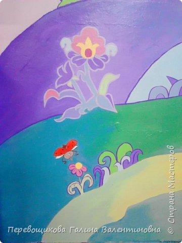 Всем жителям Страны Мастеров большой привет!  Сегодня хочу показать  вам роспись стены в моей дошкольной группе. Хоть это и небольшой уголок, мы называем его фиолетовой комнатой. В этой комнате мы играем в развивающие игры по технологии интеллектуально – творческого развития «Сказочные лабиринты» Воскобовича В. В.  В комнате я нарисовала Фиолетовый Лес и некоторых героев его сказок.Для росписи использовала элементы иллюстраций к книге В. В. Воскобовича «Сказочные лабиринты игры». Это первый мой опыт рисования эмалью.  фото 14