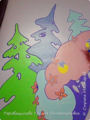 Всем жителям Страны Мастеров большой привет!  Сегодня хочу показать  вам роспись стены в моей дошкольной группе. Хоть это и небольшой уголок, мы называем его фиолетовой комнатой. В этой комнате мы играем в развивающие игры по технологии интеллектуально – творческого развития «Сказочные лабиринты» Воскобовича В. В.  В комнате я нарисовала Фиолетовый Лес и некоторых героев его сказок.Для росписи использовала элементы иллюстраций к книге В. В. Воскобовича «Сказочные лабиринты игры». Это первый мой опыт рисования эмалью.  фото 5