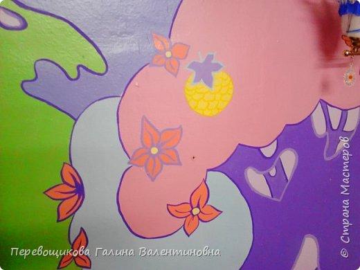 Всем жителям Страны Мастеров большой привет!  Сегодня хочу показать  вам роспись стены в моей дошкольной группе. Хоть это и небольшой уголок, мы называем его фиолетовой комнатой. В этой комнате мы играем в развивающие игры по технологии интеллектуально – творческого развития «Сказочные лабиринты» Воскобовича В. В.  В комнате я нарисовала Фиолетовый Лес и некоторых героев его сказок.Для росписи использовала элементы иллюстраций к книге В. В. Воскобовича «Сказочные лабиринты игры». Это первый мой опыт рисования эмалью.  фото 6