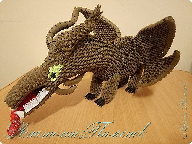 Делал работу из модулей размером 1/64,всего ушло примерно 3500 модулей.Длина дракона получилась 48 см,высота 20 см. фото 6