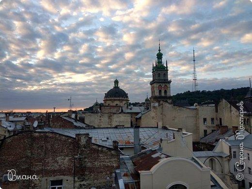 Всем привет! Вот когда большая часть августа прошла, то можно сделать запись о том в каких городах мне удалось побывать летом и показать всю красоту. Первый город - Львов. (все фото сделаны на телефон, без фотошопа). фото 11