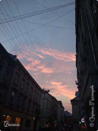 Всем привет! Вот когда большая часть августа прошла, то можно сделать запись о том в каких городах мне удалось побывать летом и показать всю красоту. Первый город - Львов. (все фото сделаны на телефон, без фотошопа). фото 31