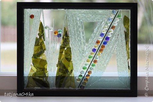На днях столкнулась с техникой изготовления витражей,,  ,причём очень необычной,,,стекло порезано на куски в 2см,,,применялись разбитые бутылки,банки,бокалы,,три дня мы подбирали, складывали ,собирали мозаичные и геометрические  творческие работы,,очень интересно было,,, фото 15