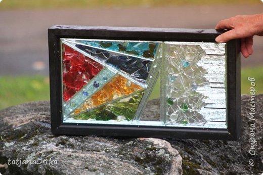 На днях столкнулась с техникой изготовления витражей,,  ,причём очень необычной,,,стекло порезано на куски в 2см,,,применялись разбитые бутылки,банки,бокалы,,три дня мы подбирали, складывали ,собирали мозаичные и геометрические  творческие работы,,очень интересно было,,, фото 20
