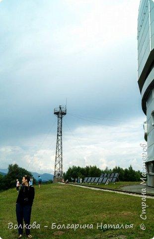 Пожалуй самым необычным и впечатляющим была поездка в обсерваторию. К сожалению был выходной и мы не попали на полноценную экскурсию, во внутрь Большого телескопа. Но само осознание, что ты находишься так высоко, в САМОМ крупном астрономическом центре России, вызывает небывалый восторг. фото 13