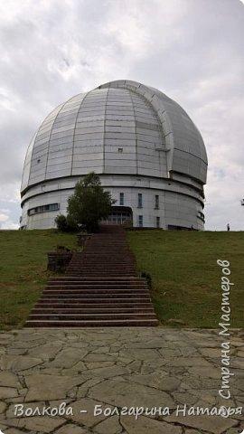 Пожалуй самым необычным и впечатляющим была поездка в обсерваторию. К сожалению был выходной и мы не попали на полноценную экскурсию, во внутрь Большого телескопа. Но само осознание, что ты находишься так высоко, в САМОМ крупном астрономическом центре России, вызывает небывалый восторг. фото 7