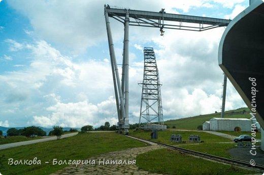 Пожалуй самым необычным и впечатляющим была поездка в обсерваторию. К сожалению был выходной и мы не попали на полноценную экскурсию, во внутрь Большого телескопа. Но само осознание, что ты находишься так высоко, в САМОМ крупном астрономическом центре России, вызывает небывалый восторг. фото 9