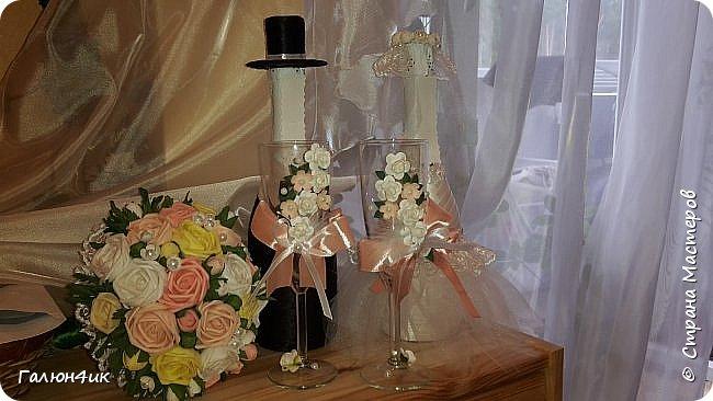 Всем жителя прекрасной страны доброго дня!!! Вот и отгремела свадьба моего сына, выставляю на ваш суд декор шампанского, фужеров, букета дублера( ранее он уже выставлялся).  фото 5