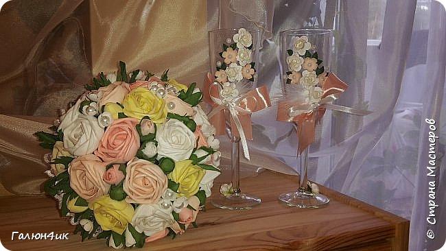 Всем жителя прекрасной страны доброго дня!!! Вот и отгремела свадьба моего сына, выставляю на ваш суд декор шампанского, фужеров, букета дублера( ранее он уже выставлялся).  фото 2