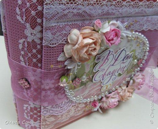 Миник размер 20х20 на день свадьбы в качестве поздравления и денежного подарка- внутри конверт для денег. По началу запланирован только для поздравлений, но есть и место примерно для 10-15 ти фотографий размером 9 х13 фото 19