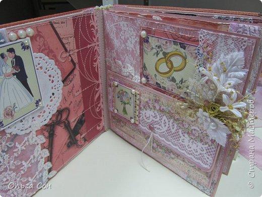 Миник размер 20х20 на день свадьбы в качестве поздравления и денежного подарка- внутри конверт для денег. По началу запланирован только для поздравлений, но есть и место примерно для 10-15 ти фотографий размером 9 х13 фото 22