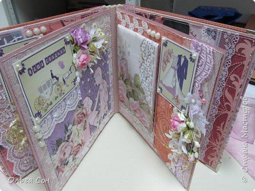 Миник размер 20х20 на день свадьбы в качестве поздравления и денежного подарка- внутри конверт для денег. По началу запланирован только для поздравлений, но есть и место примерно для 10-15 ти фотографий размером 9 х13 фото 23
