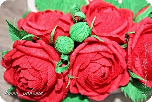 Украшение коробочки конфет цветами из бумаги фото 4