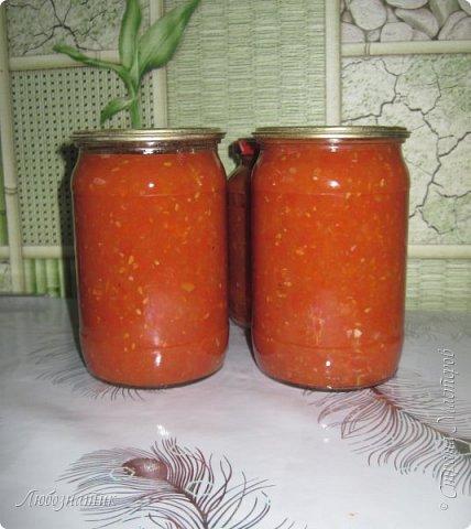 Здравствуйте дорогие друзья и соседи! Сегодня хочу поделиться рецептом Кетчупа. Рецепт проверен многократно, ОЧЕНЬ ВКУСНО!  Продукты:  3 кг помидоров 0,5 кг яблок 250 г репчатого лука 1 головка чеснока (5-6 зубчиков) 1,5 столовые ложки соли 150 г сахара 1 чайная ложка красного молотого перца 50 г яблочного уксуса  фото 1
