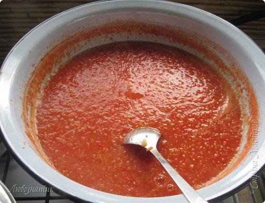Здравствуйте дорогие друзья и соседи! Сегодня хочу поделиться рецептом Кетчупа. Рецепт проверен многократно, ОЧЕНЬ ВКУСНО!  Продукты:  3 кг помидоров 0,5 кг яблок 250 г репчатого лука 1 головка чеснока (5-6 зубчиков) 1,5 столовые ложки соли 150 г сахара 1 чайная ложка красного молотого перца 50 г яблочного уксуса  фото 10