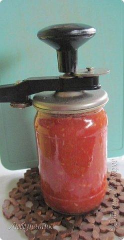 Здравствуйте дорогие друзья и соседи! Сегодня хочу поделиться рецептом Кетчупа. Рецепт проверен многократно, ОЧЕНЬ ВКУСНО!  Продукты:  3 кг помидоров 0,5 кг яблок 250 г репчатого лука 1 головка чеснока (5-6 зубчиков) 1,5 столовые ложки соли 150 г сахара 1 чайная ложка красного молотого перца 50 г яблочного уксуса  фото 18