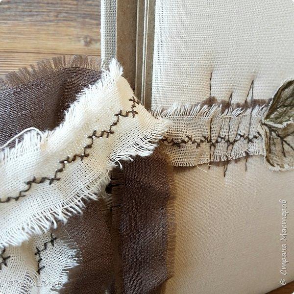 """Добрый вечер всем!  Поделюсь с вами моим творением! Обучаюсь сейчас у Жанны Хуснулиной на курсе """"Магия на обложке"""". На этой неделе нужно было сделать обложку из нескраповых материалов. У меня в ход пошли березовые листья, акрил, ткань, бусины и замшевый шнурок))) фото 4"""