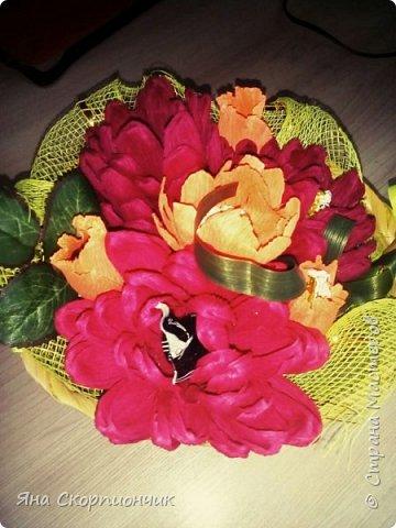На училась я делать хризантемы. Мастер класс нашла в Стране мастеров. И посадила я эти хризантемы в корзиночку. фото 2