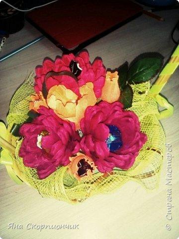 На училась я делать хризантемы. Мастер класс нашла в Стране мастеров. И посадила я эти хризантемы в корзиночку. фото 3